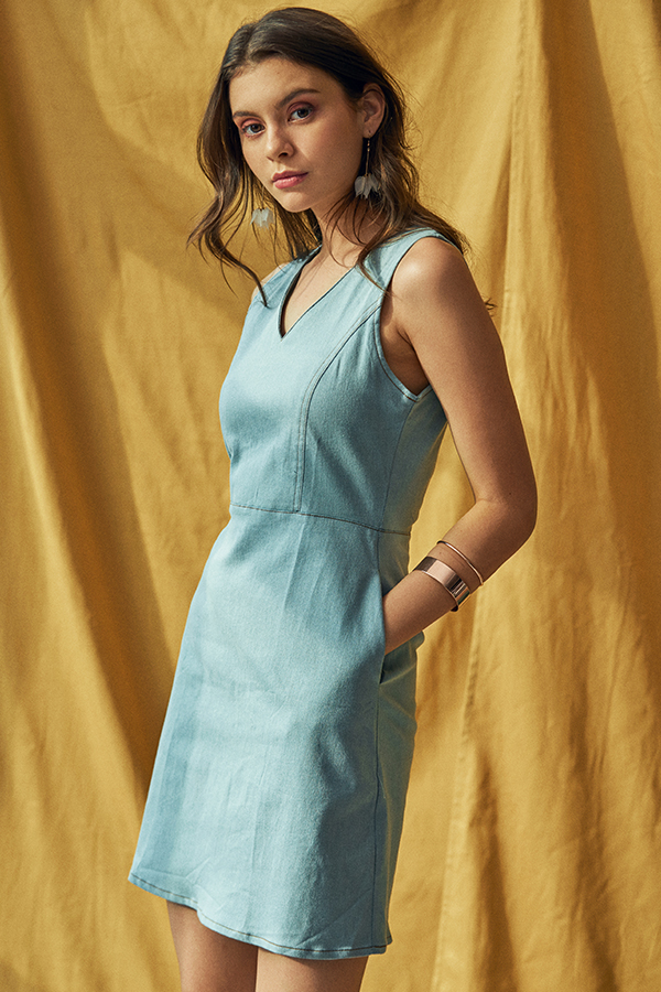 Taelyn Denim Dress in Light Wash