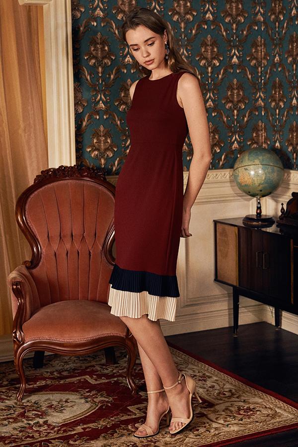 Junn Pleated Hem Midi Dress in Wine