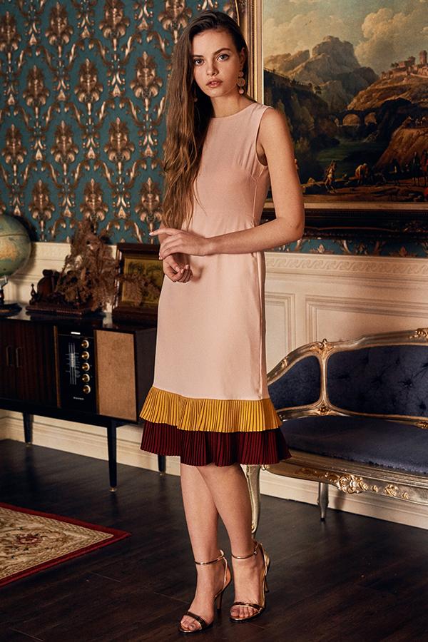 Junn Pleated Hem Midi Dress in Pink
