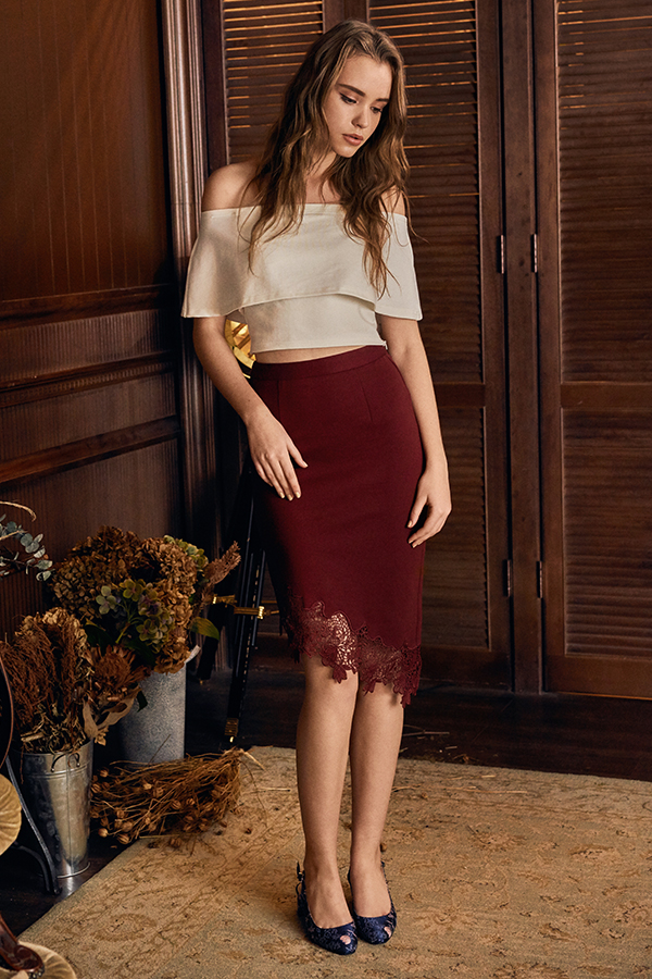 Cary Crochet Hem Midi Skirt in Wine