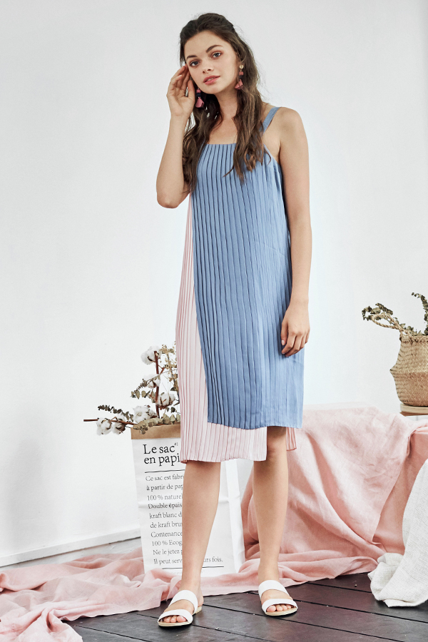 Eliana Pleated Dress in Periwinkle / Pink