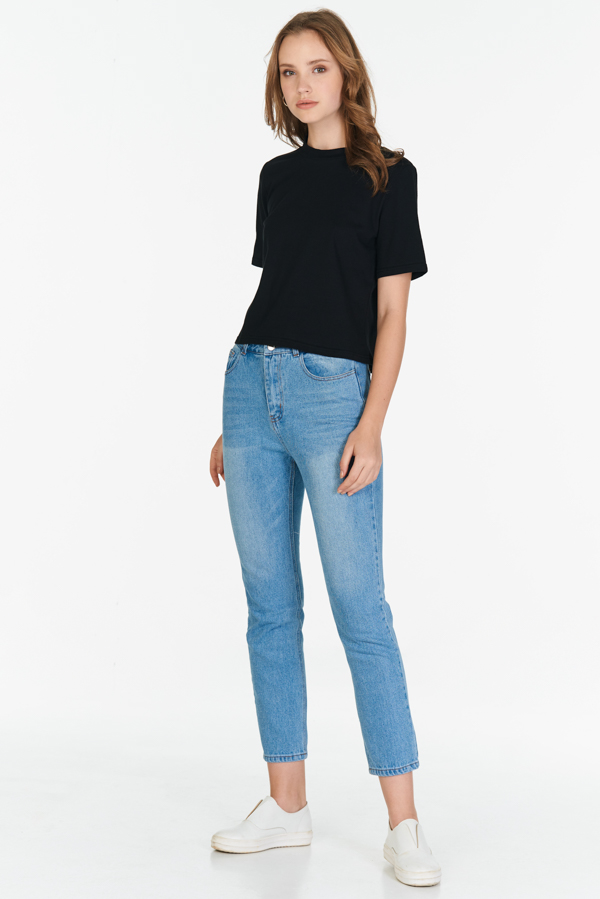 Kaira Basic Tee in Black