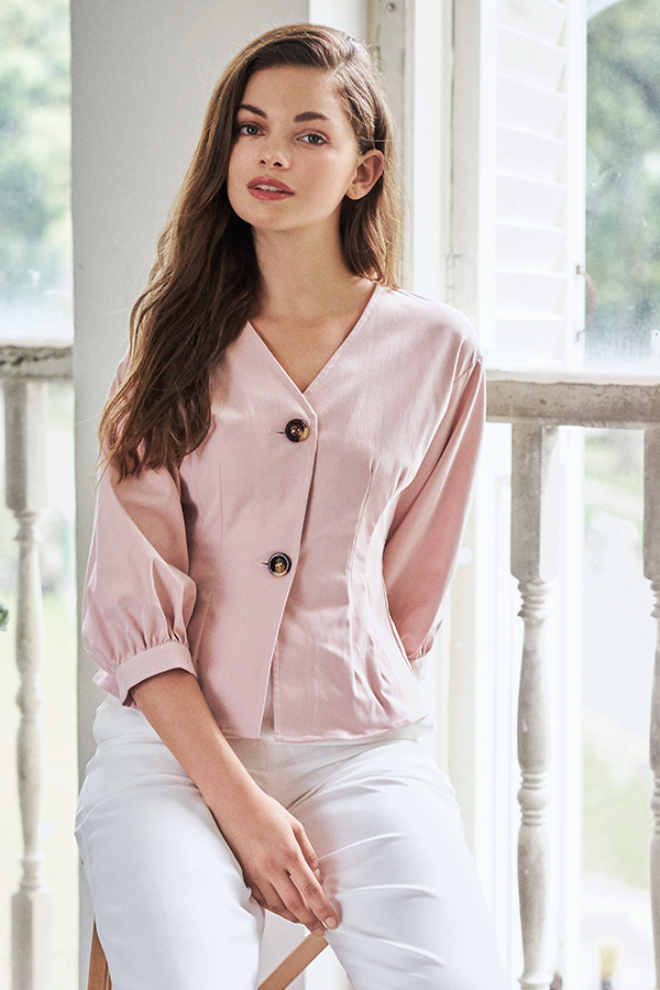 Ava Buttoned Top in Light Pink