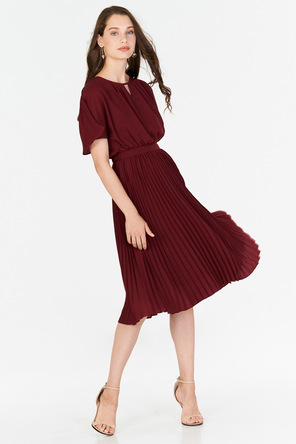 Amalise Pleated Midi Dress in Wine