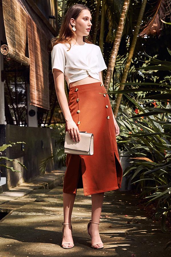 Alivia Buttoned Midi Skirt in Rust