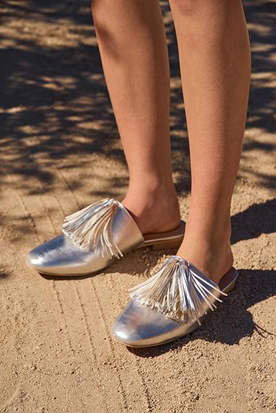 Hune Tassel Mules in Silver