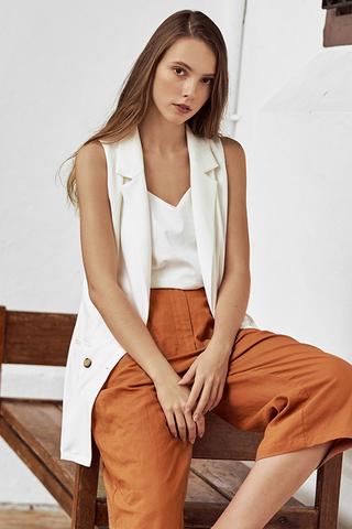 Jodelyn Buttoned Vest in White