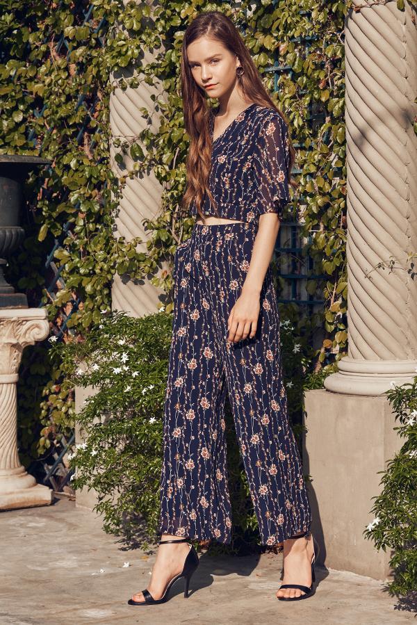 Palma Floral Printed Pants in Dark Navy