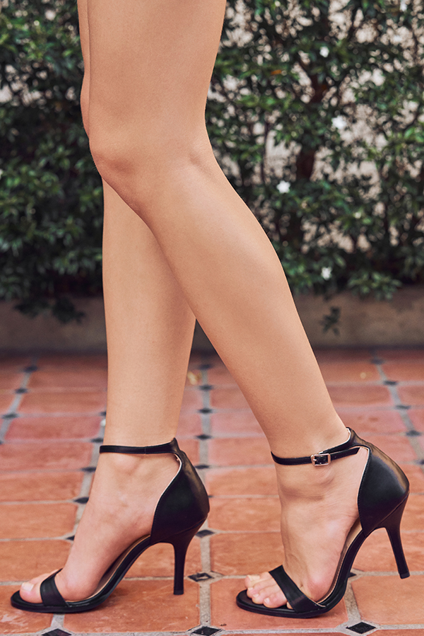 Minimalist Heels in Black