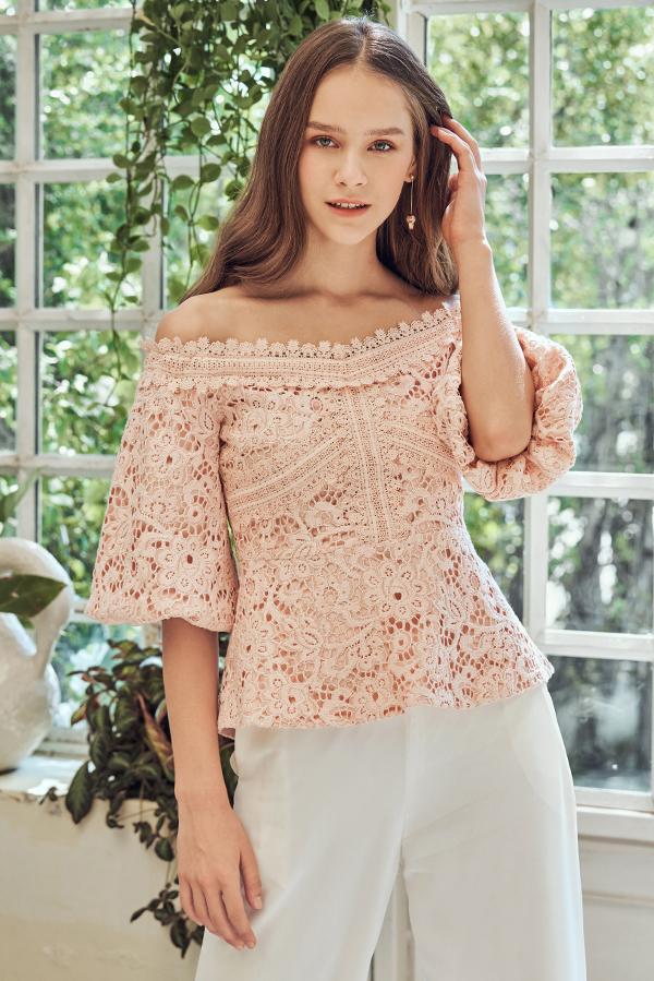 Darmine Off-Shoulder Crochet Top