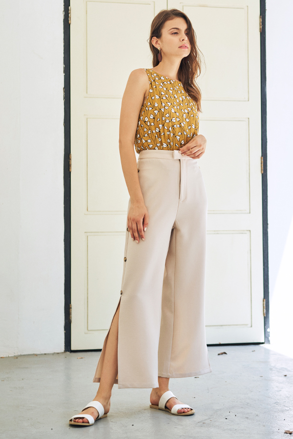 Lorenta Side Buttoned Pants in Cream
