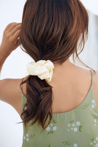 Lilla Hair Scrunchie in Cream