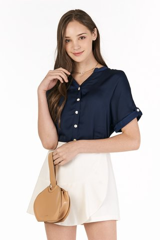 Rinn Buttoned Top In Navy