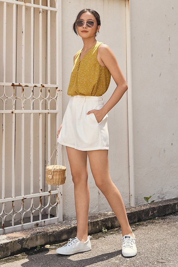 Benton Shorts in White